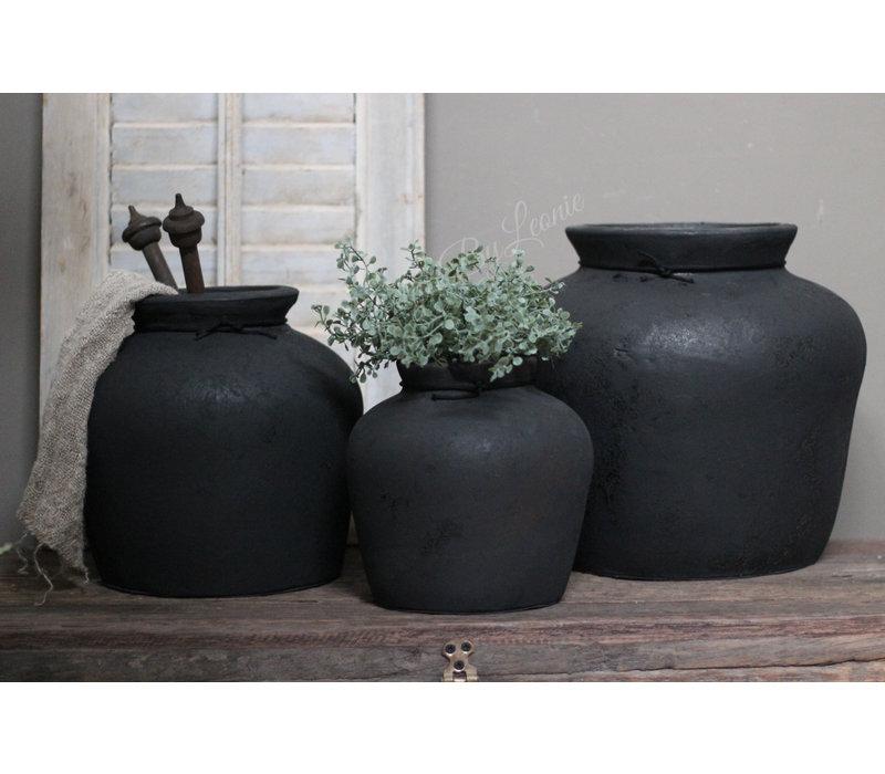 Zwarte stenen kruik Bas 21 cm
