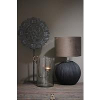 Zwart houten rond ornament op voet