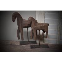Handmade houten paardje op statief