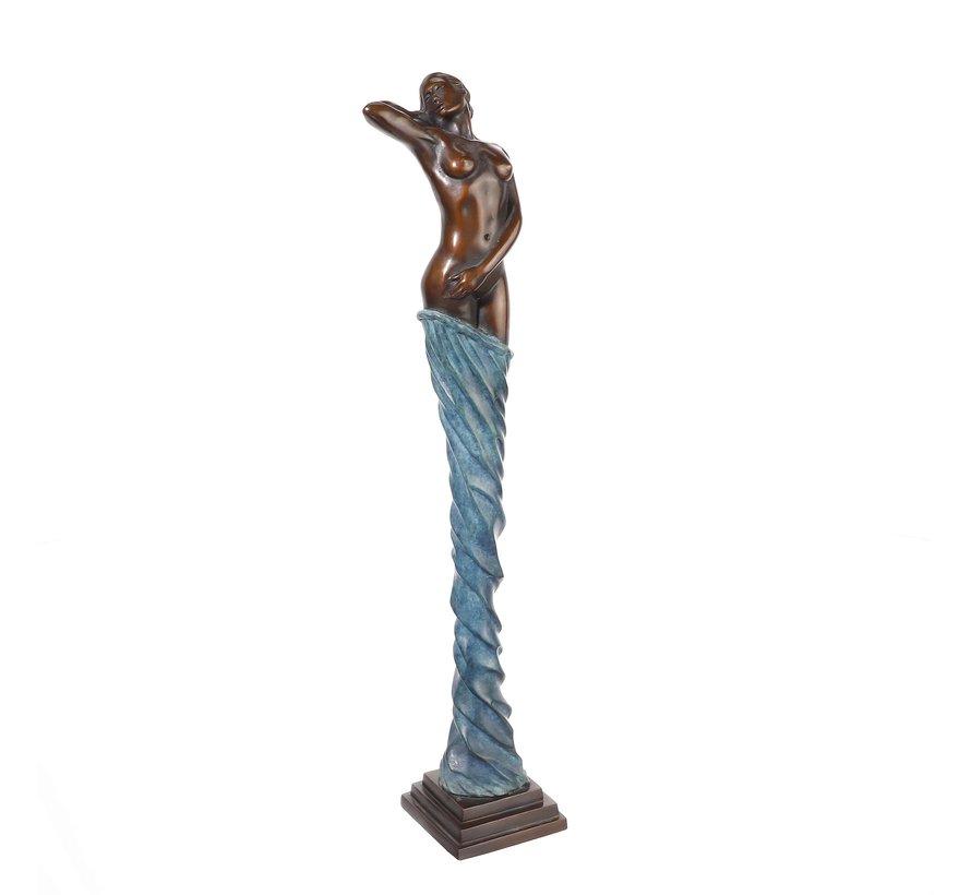 Gratiana. Vrouwelijk sculptuur.