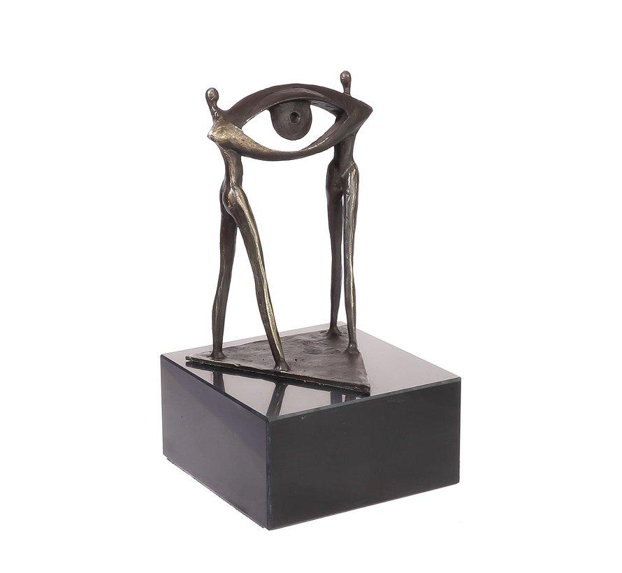 Bronzen beeld In ogenschouw op een toekomstige samenwerking. Zakelijk sculptuur.