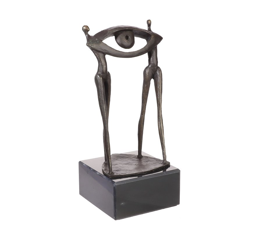 Bronzen beeld In ogenschouw op een toekomstige samenwerking. Sculptuur.