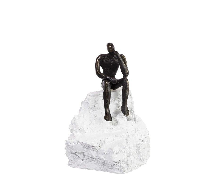 Bezinning. Verbronsd beeldje op kunsthars sculptuur.