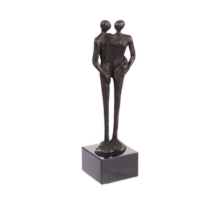 Een houvast hebben. Sculptuur. verliefd koppel.