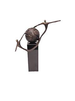 Bronzen beeld Elkaar helpen