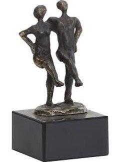 Bronzen beeld samen de grote stap nemen