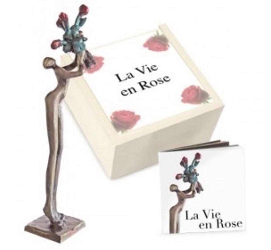 Beeld La vie en rose in kistje