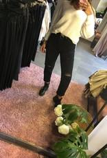 Distressed mom jeans black