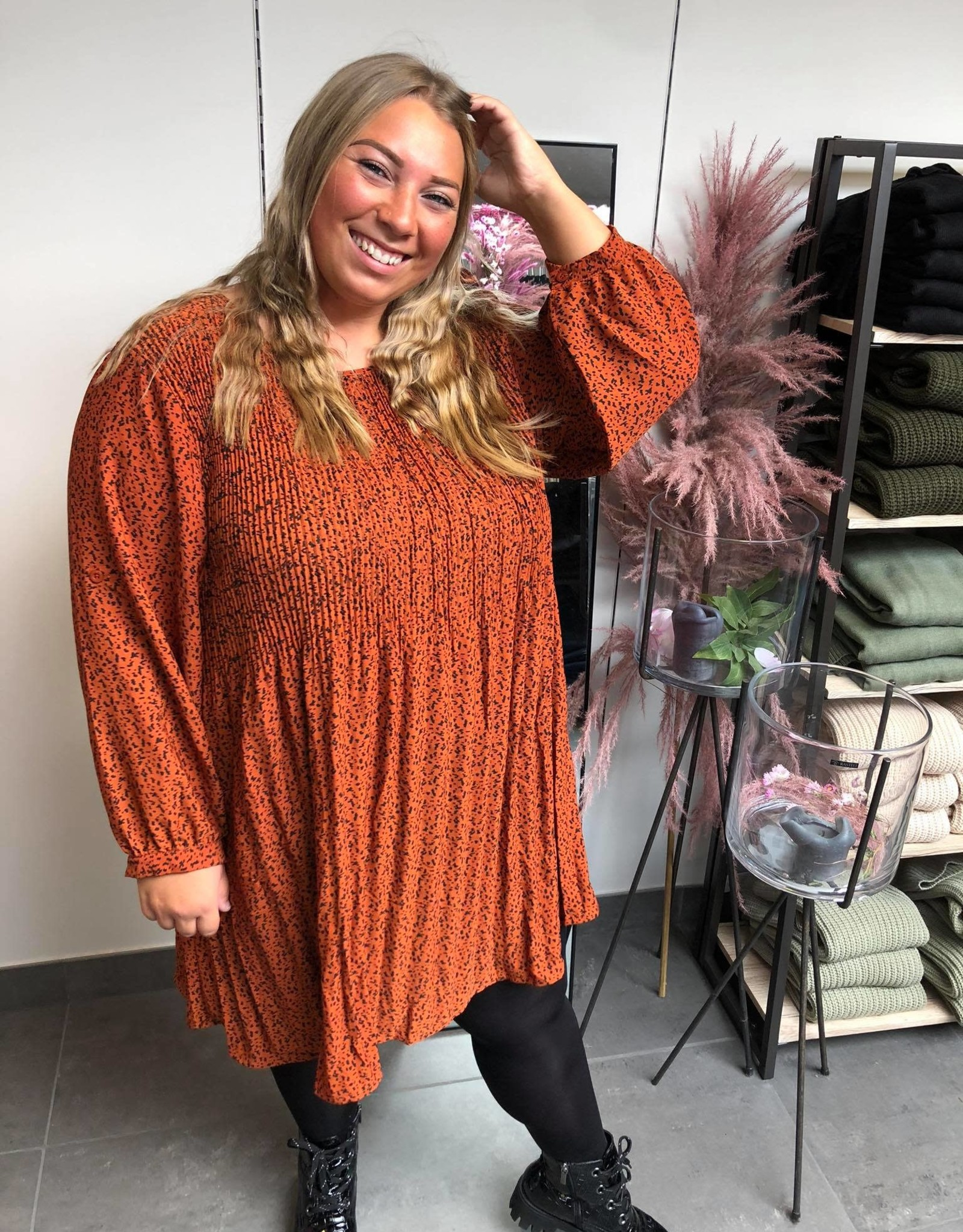 Patterned pleated tunic rust
