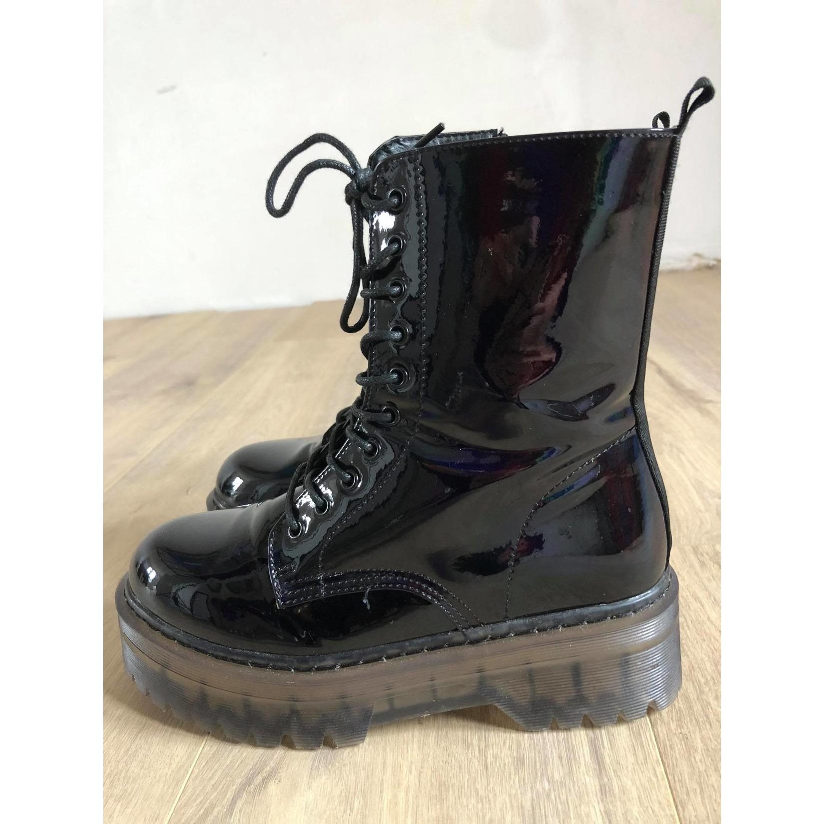Moow boots shiny black