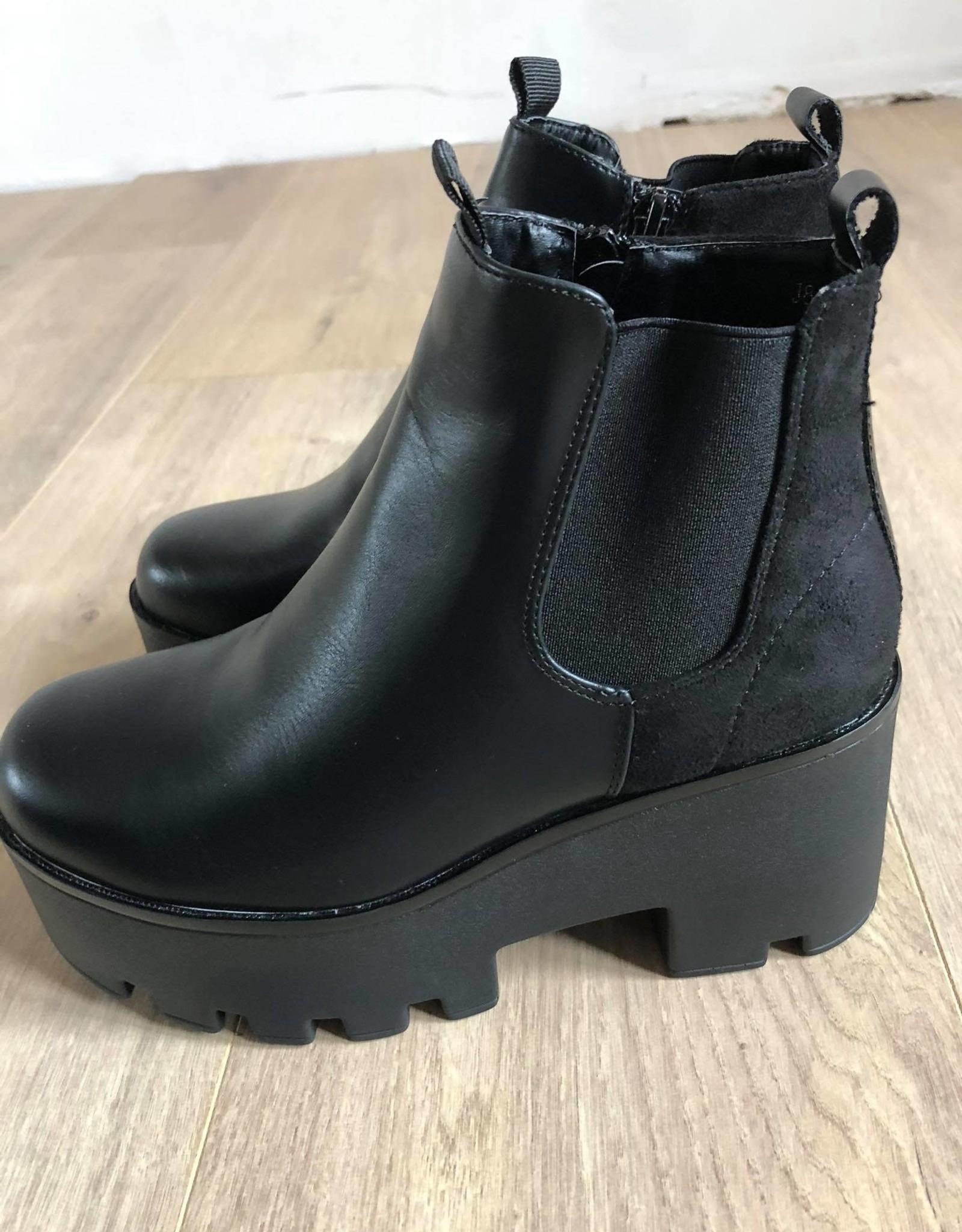 Queen boots black
