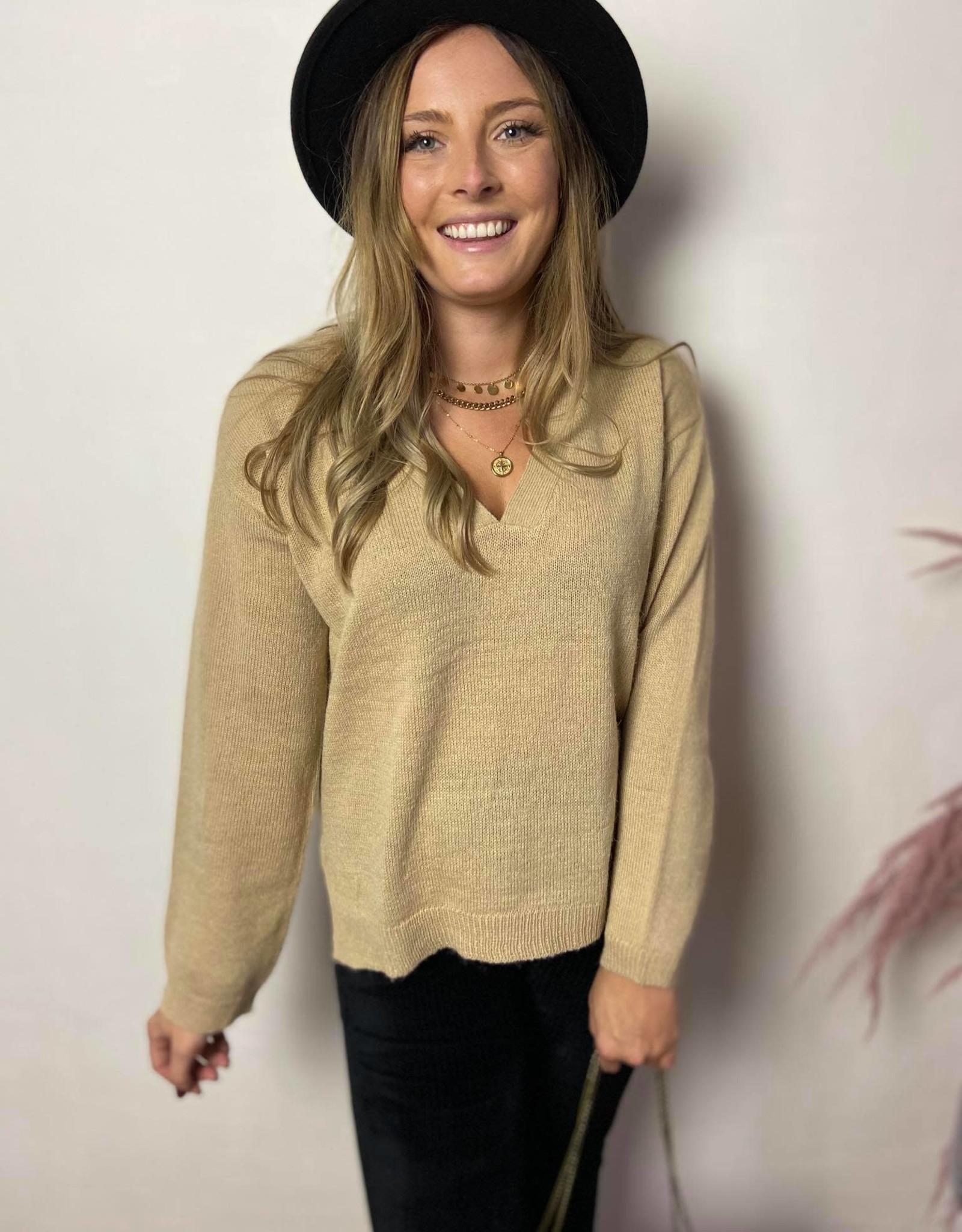 Emelie v neck knit beige