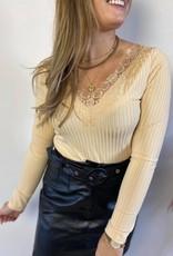 Delia ls lace top beige