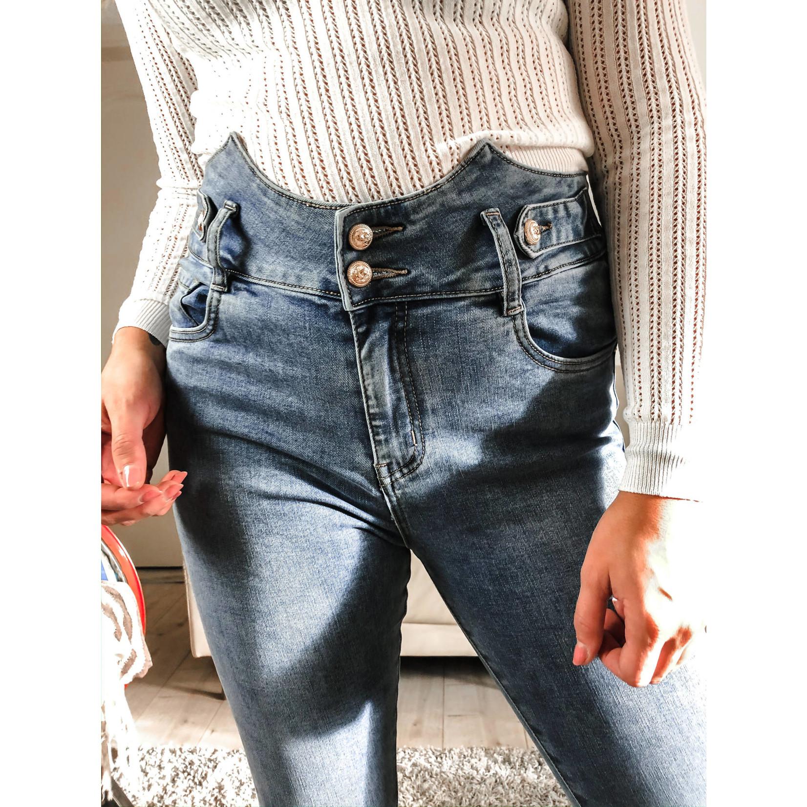high waist jeans detail