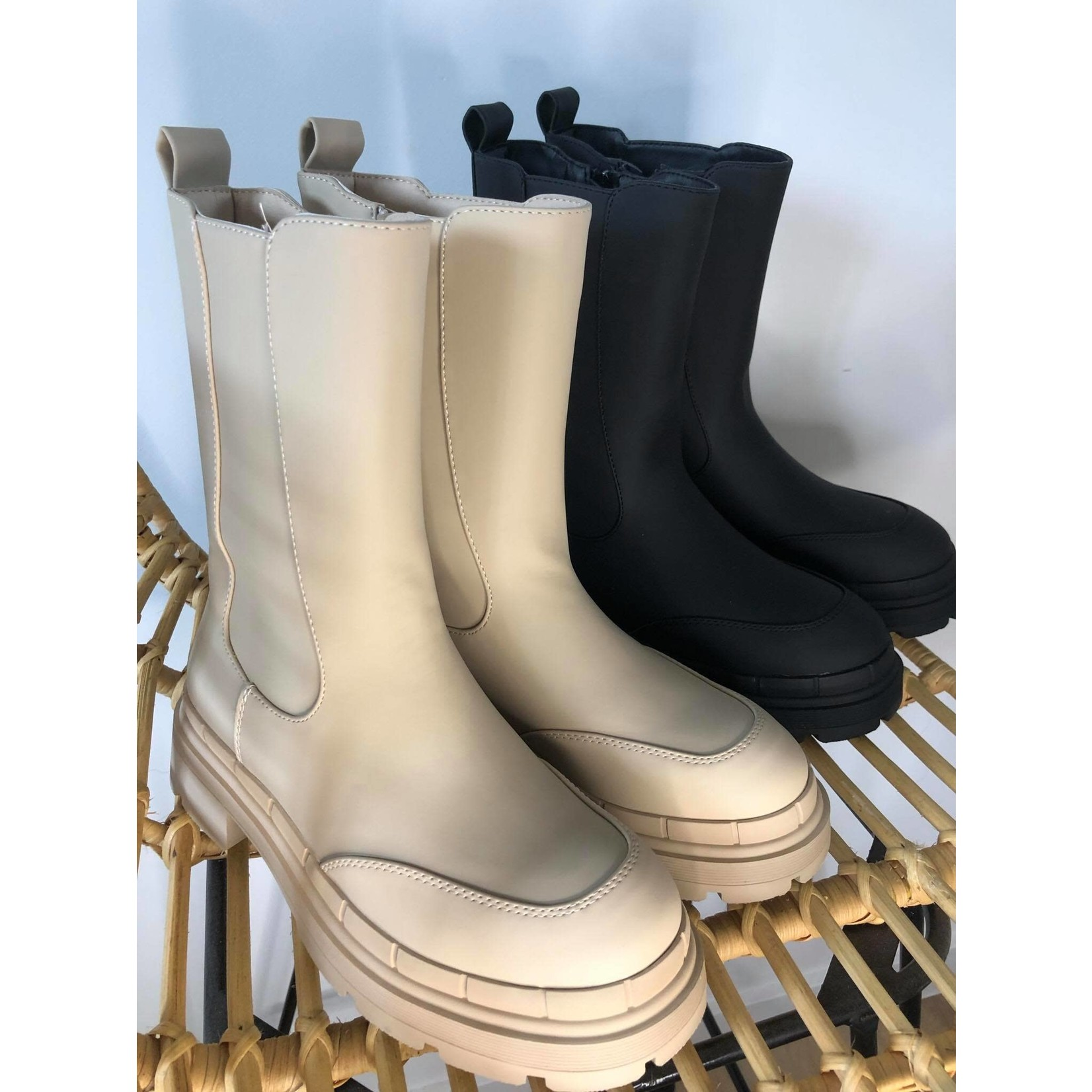 Let it rain boots black