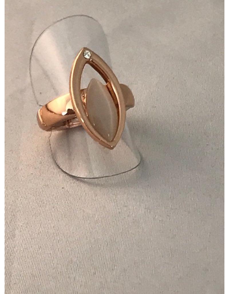 Axxes-Soir Ring - 1 maat - op elastiek - rosékleurig -  grote cateye