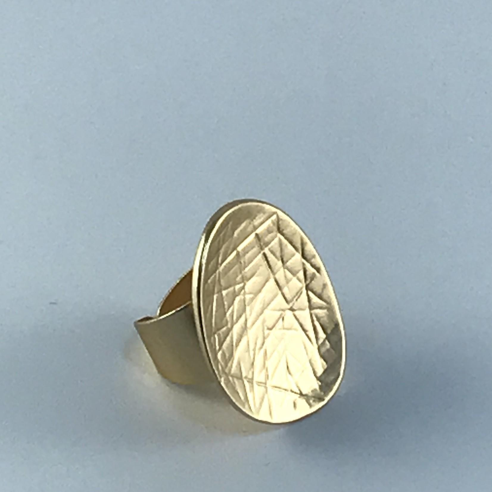 Axxes-Soir Ring goudkleurig verstelbaar mat gekarteld