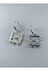Biba Oorringen zilverkleurig vierkantje met mat witte diagonalen