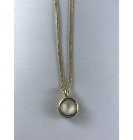 Axxes-Soir korte  fijne goudkleurige ketting met klein rondje in glas