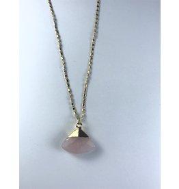 Axxes-Soir korte  fijne goudkleurige ketting met roze driehoek-steen
