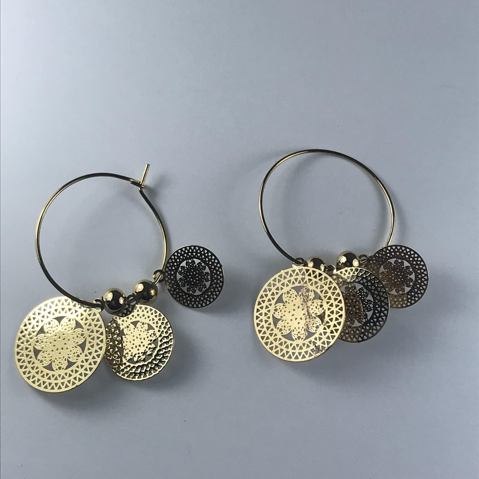 Biba Oorringen goudkleurige hanger met mandala's
