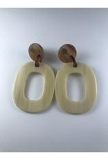 Biba Oorringen hanger met beige ovaal