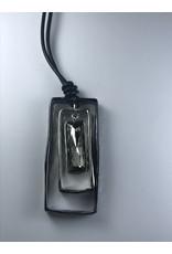 Axxes-Soir lange  zwarte lederlook ketting - met driedubbele rechthoek met glas