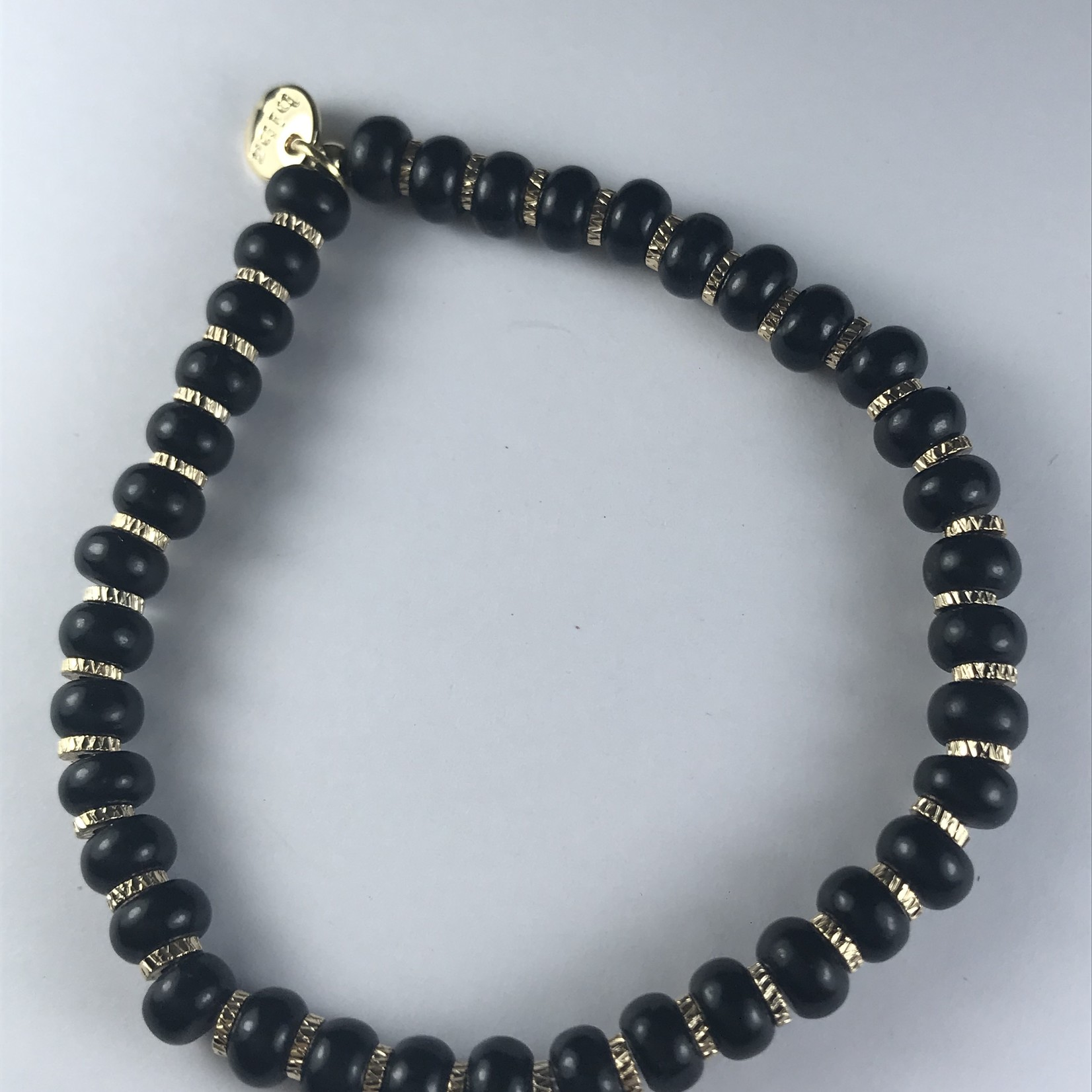 Biba stevige armband - zwarte kralen op fijne gouden armband