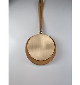 Axxes-Soir Lange lederlook ketting  in beige met gouden ronde plak - groot