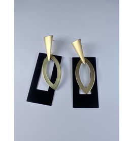 Axxes-Soir Oorringen zwarte rechthoek met goudkleurige hanger