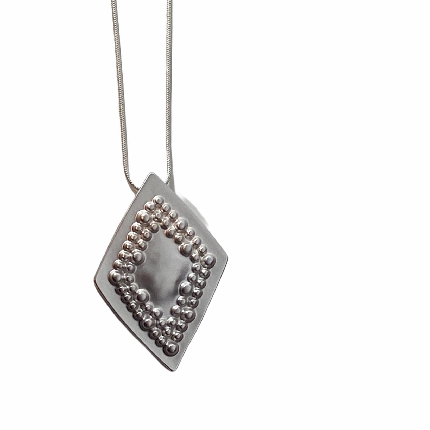 Biba Ketting zilverkleurig met ruitvormige hanger