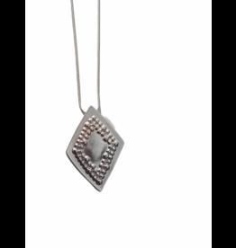 Axxes-Soir Lange ketting in zilver met ruitvormige hanger