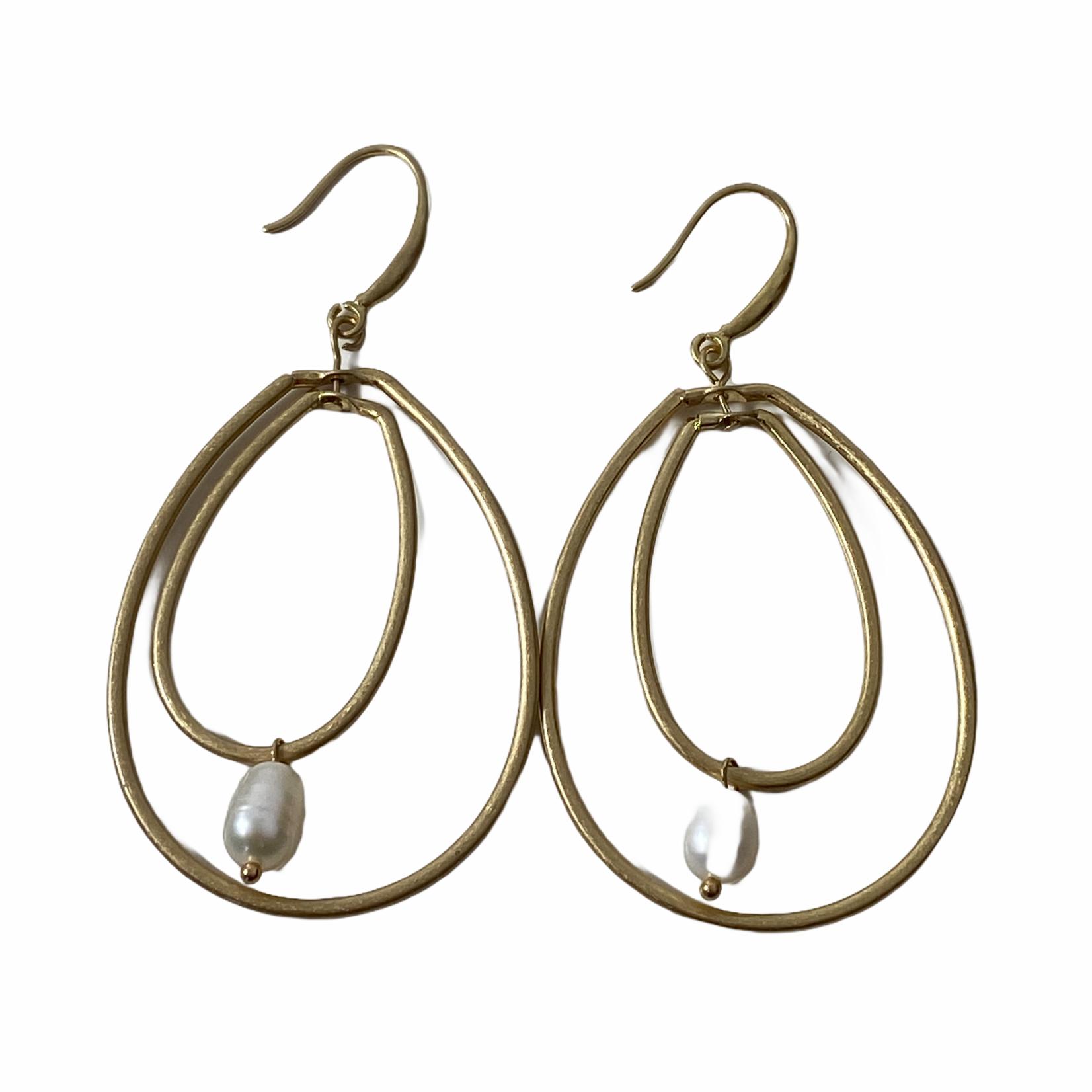 Axxes-Soir Oorringen dubbele goudkleurige cirkel met pareltje