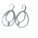 Axxes-Soir Oorringen dubbele zilverkleurige cirkel met pareltje