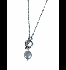 Axxes-Soir Korte ketting in zilverkleur met parelmoer hangertje