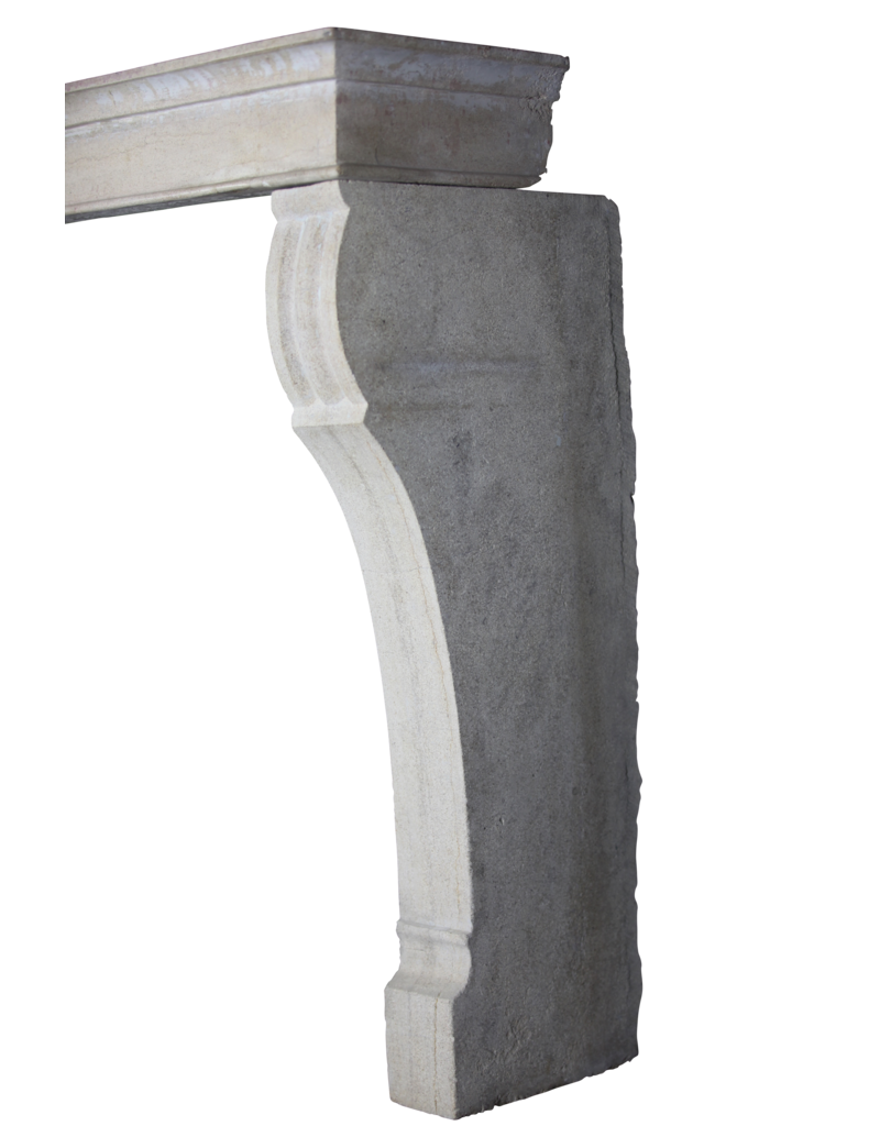 Kleine Europäischer Kaminmaske In Stein Für Zeitloses Interieurs