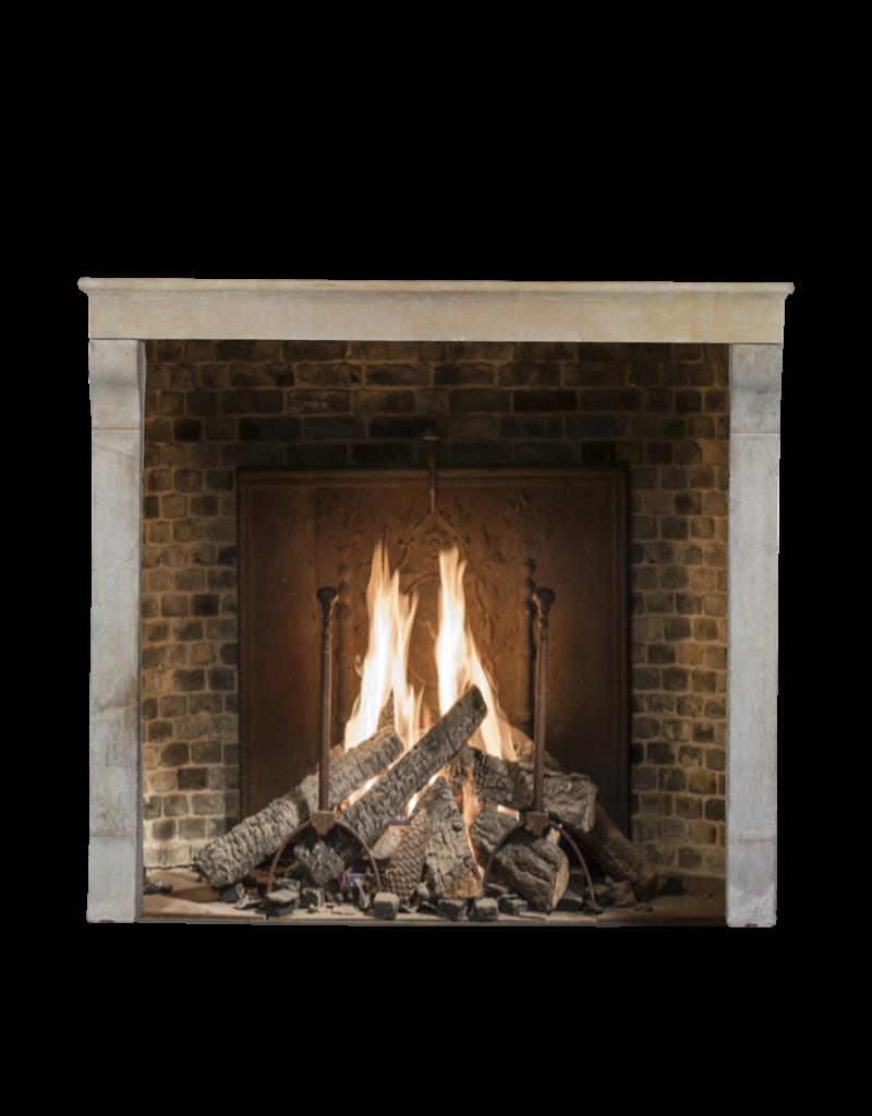 Chimenea De Epoca Para La Estufa O De Alto El Fuego De Construcción