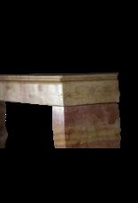 Repisa De La Chimenea Pequeña Para Interiores Eclécticos Sin Tiempo
