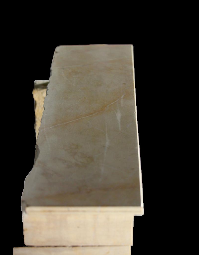 Lo Que Refleja La Luz Envolvente De Piedra Caliza