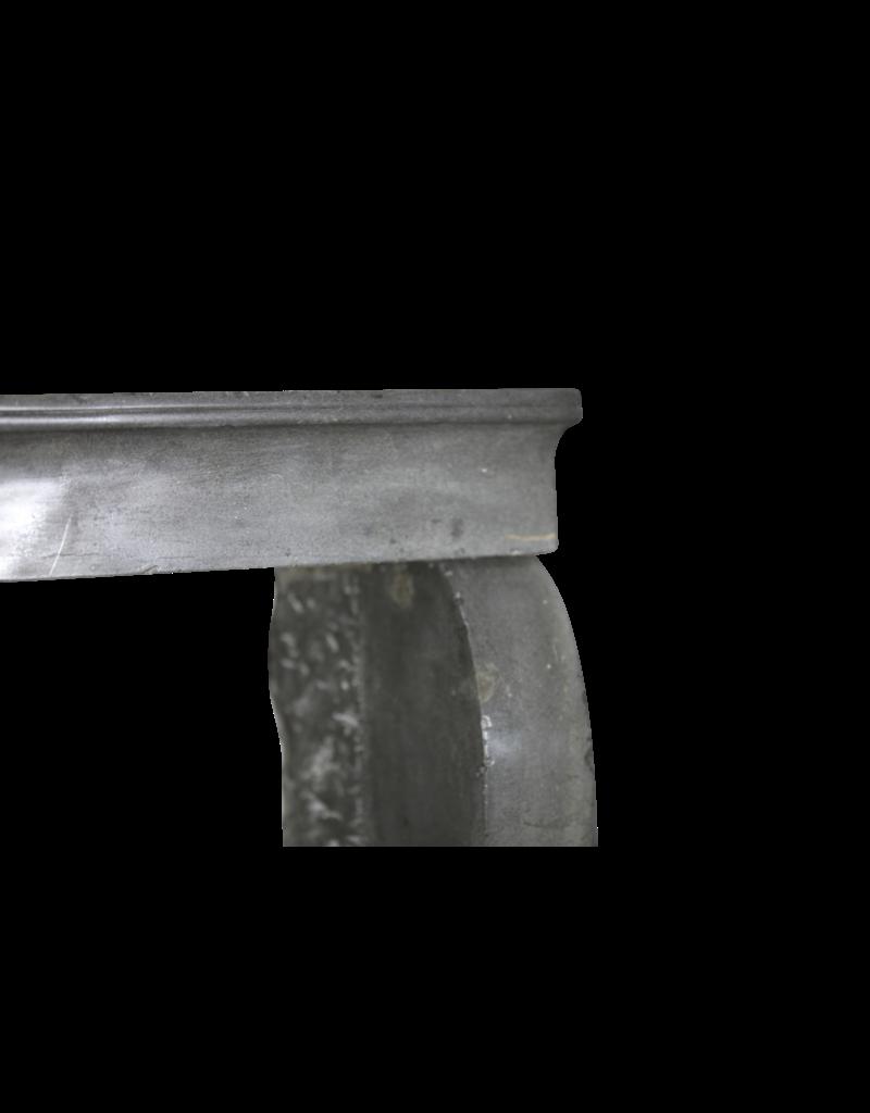 Kleiner Kaminmaske In Farbe Kalkstein