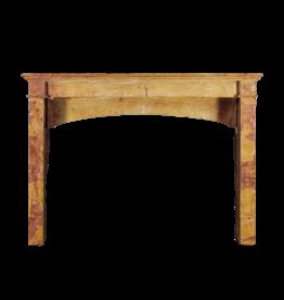 Gemütliches Interieur Kamin-Mantel