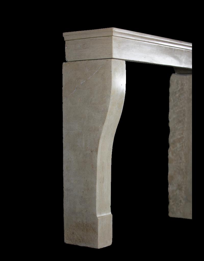 Französisch zeitloses Kalkstein Kamin