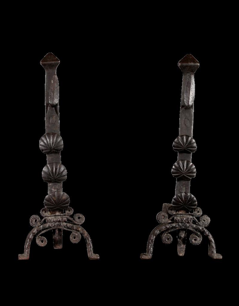 Maison Leon Van den Bogaert Antique Fireplaces & Vintage Architectural Elements 18. Jahrhundert Periode Set Von Original-Feuerböcke