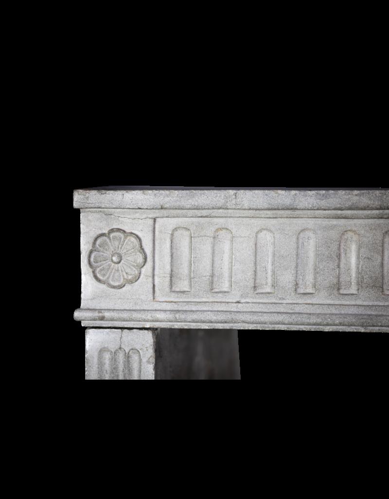 18. Jahrhundert Feine Französisch Kamin In Hart Bleu Stein