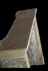 Kleines Französisch Land-Art-Kalkstein Kaminverkleidung