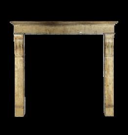 The Antique Fireplace Bank Pequeño Acogedor Del País Interior Chimenea De La Vendimia