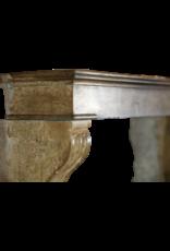 Pequeño Y Acogedor Interior Rústico Chimenea