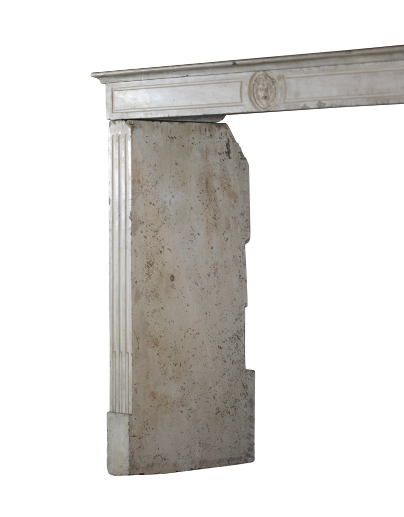 Maison Leon Van den Bogaert Antique Fireplaces & Vintage Architectural Elements Französisch Kalkstein Eleganter Kamin Verkleidung
