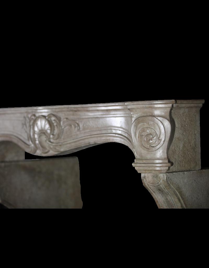 Siglo 18 Fine Francesa Revestimiento En Piedra Caliza