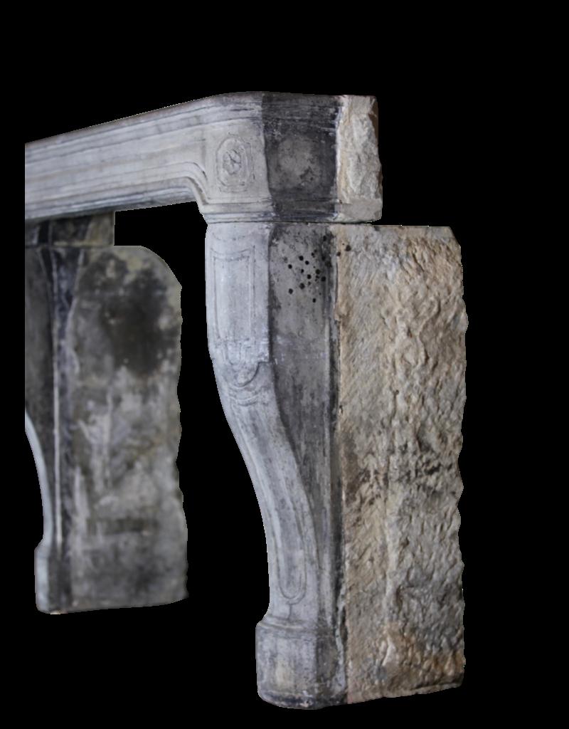 17. Jahrhundert Französisch Landstil Kalkstein Kamin Maske